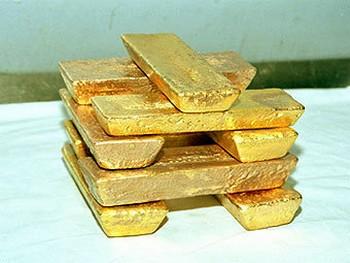 Золотые слитки. Фото с polyusgold.com