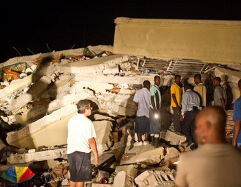 На Гаити сотни людей стали жертвами землетрясения. Фото:  Frederic Dupoux/Getty Image