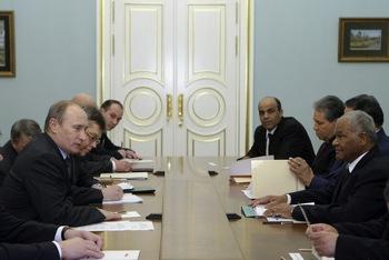Россия и Ливия подписали контракт на поставку вооружения на сумму в 1,3 миллиарда евро. Фото:  ALEXEY NIKOLSKY/AFP/Getty Images