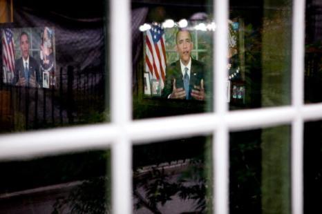Барак Обама выступает по телевидению с обращением  к нации по вопросу экологической катастрофы в Мексиканском заливе. Фото: Jim Lo Scalzo-Pool/Getty Images