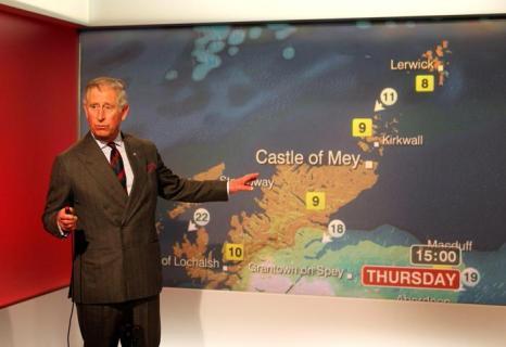Принц Чарльз и Камилла посетили телецентр ВВС Шотландии, где вещали погоду. Фоторепортаж. Фото: Andrew Milligan - WPA Pool/Getty Images