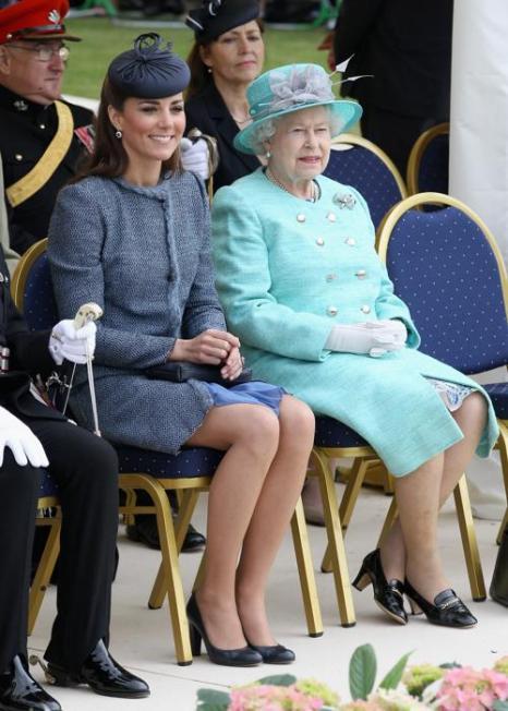 Елизавета II в парке Вернон на мероприятии Бриллиантового юбилея в Ноттингеме. Фоторепортаж. Фото:  Phil Noble - WPA Pool/Getty Images