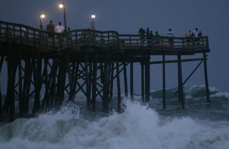 Ураган «Эрл» стих до первой категории опасности. Фото: Mark Wilson/Getty Images