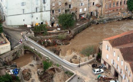 Наводнение на юге Франции унесло жизни 25 человек. Фоторепортаж  Фото: STEPHANE DANNA/AFP/Getty Images