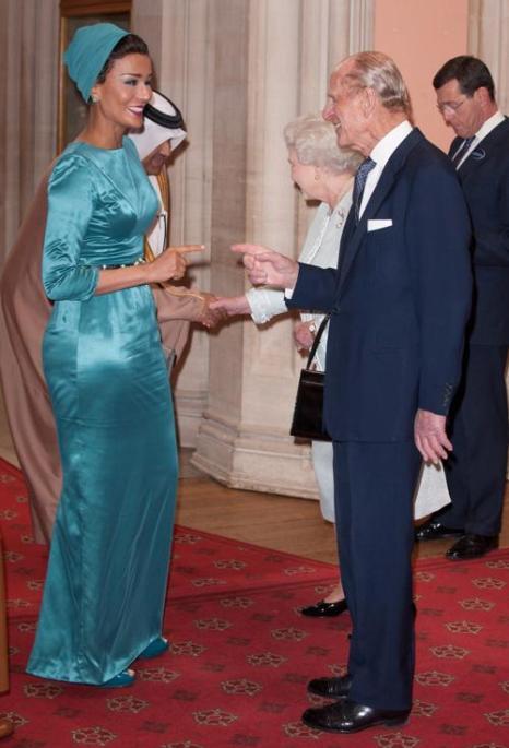 Елизавета II и принц  Филипп принимают суверенных монархов  в Виндзорском  замке. Шейхиня из Катара. Фоторепортаж. Фото: John Stillwell - WPA Pool/Getty Images