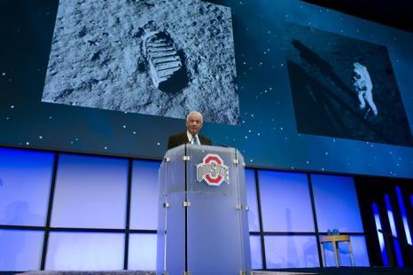 Нил Армстронг, первый астронавт ступивший на  Луну  — один из величайших героев Америки.  Фоторепортаж. Фото: Getty Images