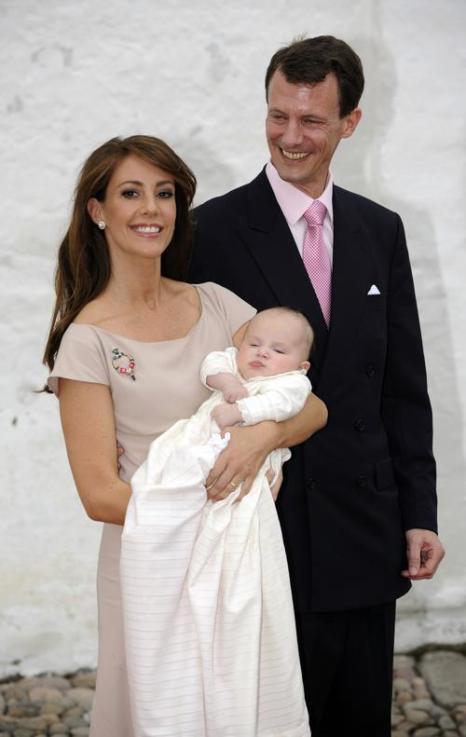 Королевская семья Дании приняла участие в крещении принцессы Атены.  Принц  датский Иоаким  и принцесса Мария с маленькой принцессой Атеной.  Фоторепортаж. Фото: Christian Augustin/Getty Images
