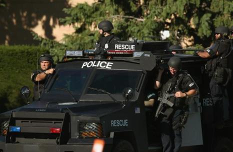 Полиция проводит расследование в Oэк Крик, штат Висконсин. Фоторепортаж. Фото: Scott Olson, Darren Hauck / Getty Images