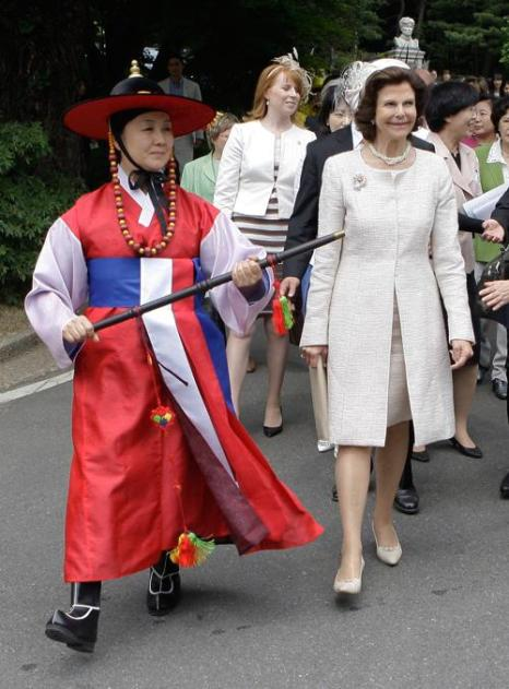 Король и королева Швеции Карл XVI Густав и Сильвия находятся в четырёхдневным визите в Южной Кореи. Фоторепортаж. Фото: Chung Sung-Jun/Getty Images