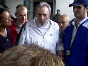 Фидель Кастро впервые появился на публике. Фидель Кастро в научно-исследовательском центре в Гаване. Фото из блога Норелис Моралес. Фото с сайта lenta.ru