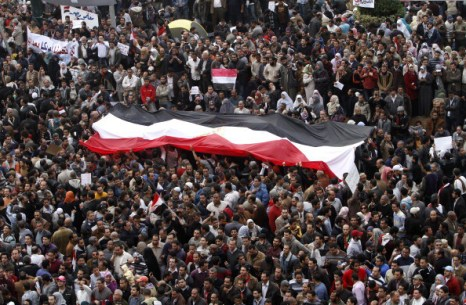Отставки Хосни Мубарака требует народ Египта. Фоторепортаж. Фото: MOHAMMED ABED, KHALED DESOUKI,  PATRICK BAZ/AFP/Getty Images