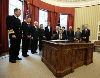 Договор об СНВ между Россией и США вступил в силу. Фото: Alex Wong/Getty Images