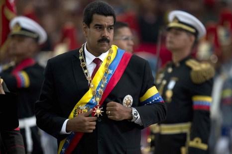 Николас Мадуро официально стал президентом Боливарианской Республики Венесуэлла. Фото: LUIS ACOSTA/AFP/Getty Images