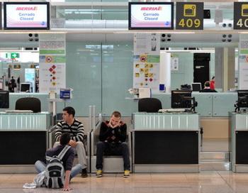 В Испании снова закрыты аэропорты. Фото: Jasper Juinen/Getty Images