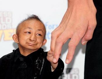Хэ Пинпин - самый маленький человек на планете. Фото: Burak Kara/Getty Images