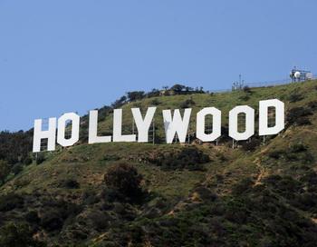Лос-Анджелес сохранил на горе Маунт-Ли надпись HOLLYWOOD. Фото: MARK RALSTON/AFP/Getty Images