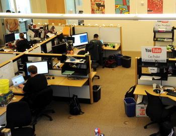 США планируют развернуть новые сети Интернета по всей стране. Фото: GABRIEL BOUYS/AFP/Getty Images