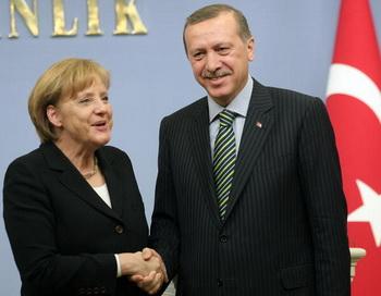 Канцлер Германии Ангела Меркель и премьер-министр Турции Реджеп Тайип Эрдоган. Фото: ADEM ALTAN/AFP/Getty Images