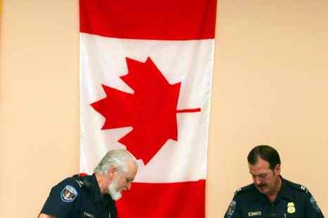 Власти Торонто предложили жителям города обменять своё незарегистрированное оружие на цифровые фотокамеры. Фото: Joe Raedle/Getty Images