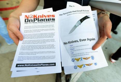 Бортпроводники США выступили против карманных ножей на борту самолёта. Фото: Kevork Djansezian/Getty Images