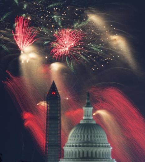 Фейерверк в столице США Вашингтоне 4 июля 2013 года. Фото: PAUL J./AFP/Getty Images