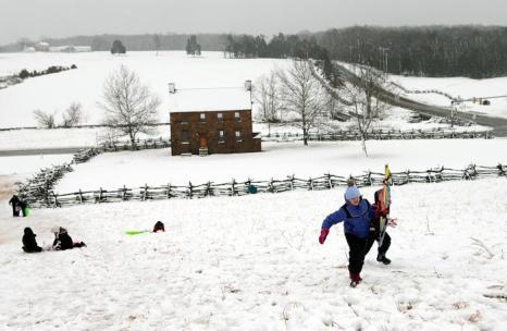 Снегопад в столице США привёл к закрытию школ и госучреждений. Фото: Win McNamee/Getty Images