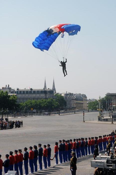 День взятия Бастилии отметили военным парадом на Енисейских полях в Париже 14 июля 2013 года. Фото: Antoine Antoniol/Getty Images