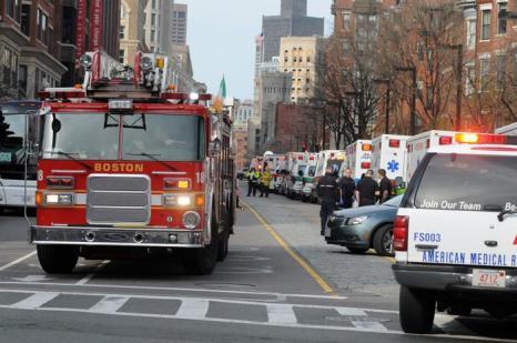 Теракт в Бостоне унёс жизни 3 человек, более 140 ранены. Фото: JOHN MOTTERN / AFP / Getty Images
