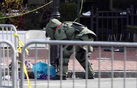 Теракт в Бостоне унёс жизни 3 человек, более 140 ранены. Фото: Alex Trautwig / Getty Images