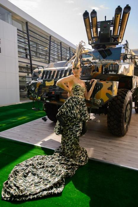 Бронеавтомобиль «Мародёр» со звёздным макияжем на выставке IDEX-2013 в Абу-Даби. Фото: Martin Doyle/Getty Images for Paramount Group