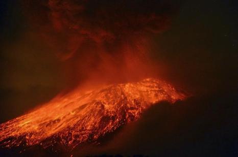 Вулкан Попокатепетль в Мексике приобретает активность. Фото: ARTURO ANDRADE/AFP/Getty Images