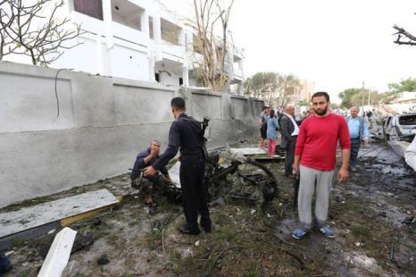 Взрыв прогремел у французского посольства в Ливии. Фото: MAHMUD TURKIA/AFP/Getty Images