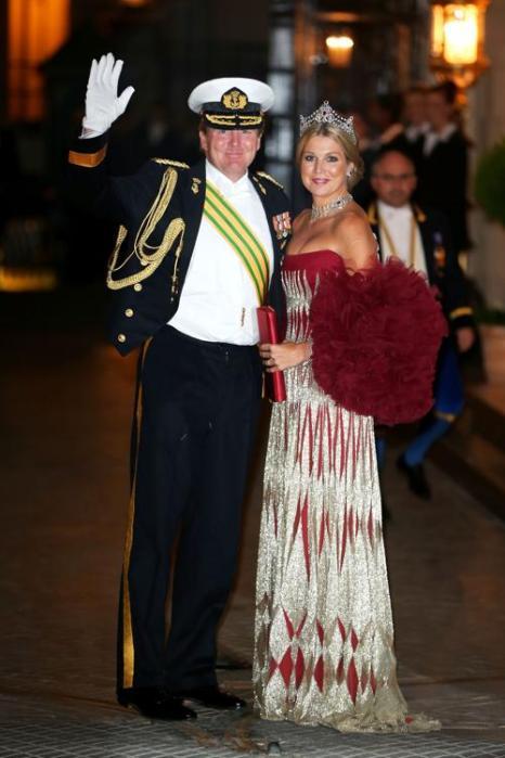 Наследный принц Нидерландов Виллем-Александр и принцесса Максима на Гала-ужине по случаю свадьбы принца Гийома из Люксембурга и Стефании де Ланнуа в великокняжеском дворце 19 октября 2012 года в Люксембурге. Фото: Sean Gallup / Getty Images