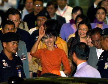 Аун Сан Су Чжи отправляется в первую за 24 года поездку за границу 29 мая 2012 года. Фото: Paula Bronstein / Getty Images