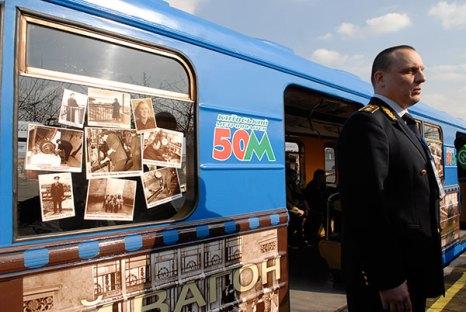 Исторический вагон начал курсировать по Святошинско-Броварской Киевского метрополитена с 25 марта   2010 года. Фото: Владимир Бородин/Великая Эпоха (The Epoch Times)