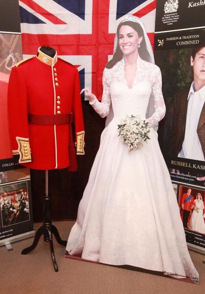 Фоторепортаж о свадебных нарядах принца Уильяма и герцогини Кетрин. Фото: Astrid Stawiarz/Getty Images