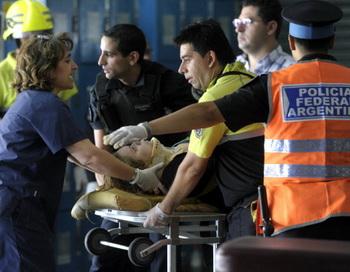 В крупной аварии поезда в Буэнос-Айресе, по меньшей мере, 550 человек получили ранения. Фото:JUAN MABROMATA/AFP/Getty Images