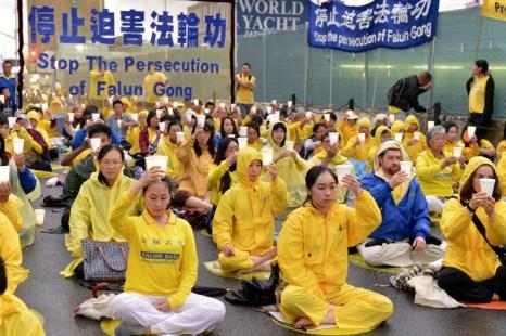 Нью-Йорк, США. Акция сторонников Фалуньгун, приуроченная к годовщине начала репрессий Фалуньгун в Китае. Июль 2012 год. Фото: The Epoch Times