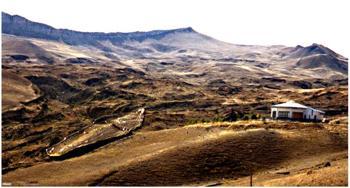 Ещё в 1987 году турки открыли центр для туристов возле найденного в 1978 году РономУайеттом ковчега, обнаруженного турецким лётчиком. Фото: cirota.ru