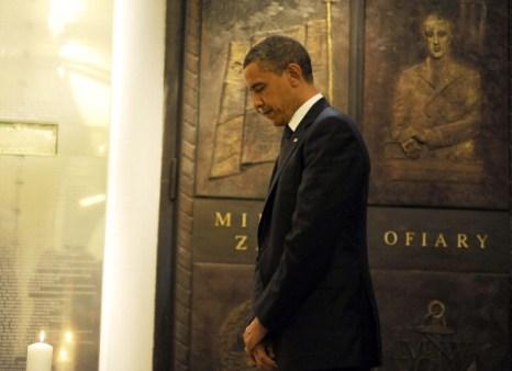 Фоторепортаж о Бараке Обаме, посетившем мемориал жертвам катастрофы  самолета польского президента под Смоленском.  Фото:  JEWEL SAMAD/AFP/Getty Images