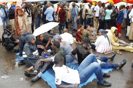 Население в городе Бамако на севере Мали протестует против государства под управлением шариата 4 июля 2012. Фото: HABIBOU KOUYATE/AFP/GettyImages