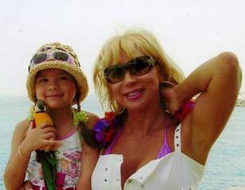 Маша Распутина  с дочкой. Фото с сайта  masharasputina.com