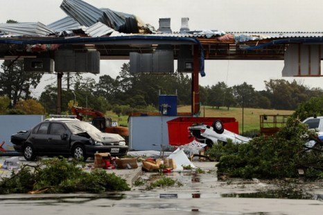 Фоторепортаж. Торнадо пронеслось через Окленд. Фото: Phil Walter/Getty Images