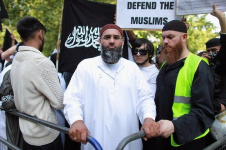 Фоторепортаж об акциях протеста в связи с убийством  Усамы бен Ладена перед посольством США в Лондоне, Англия. Фото: Oli Scarff/Getty Images