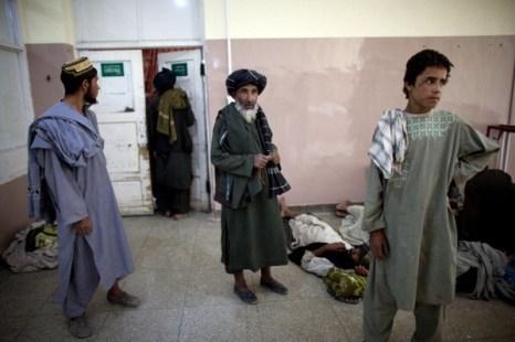 Фоторепортаж о пострадавших в боях между талибами и силами безопасности в Кандагаре. Фото: Majid Saeedi/Getty Images