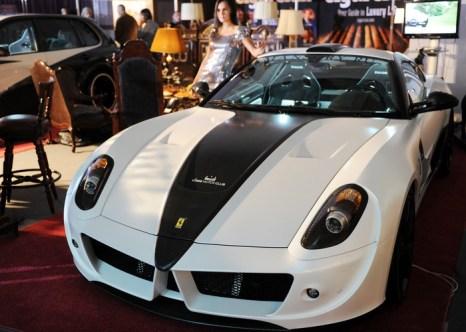 Налог на роскошь в России каснётся только богатых. Спортивный автомобиль компании Ferrari. Фото:  DMITRY KOSTYUKOV/AFP/Getty Images