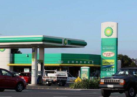 50 на 50 не сработало. Бензинозаправочная станция ВР. Фото: Sandra Mu/Getty Images