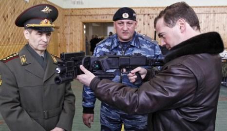 Российский бизнес с оружием не вызывает международного одобрения. Фото: DMITRY ASTAKHOV/AFP/Getty Images