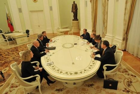 Российские чиновники не будут иметь счетов в заграничных банках. Фото: MLADEN ANTONOV/AFP/Getty Images
