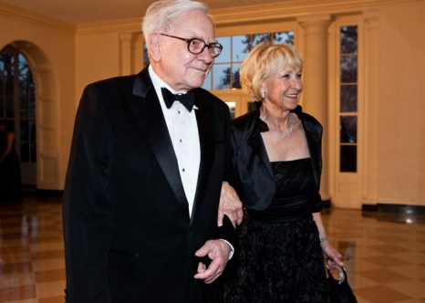 Уоррен Баффетт и Астрид М. Баффет осенью 2011 года в Белом Доме в Вашингтоне, США. Фото: Brendan Hoffman/Getty Images
